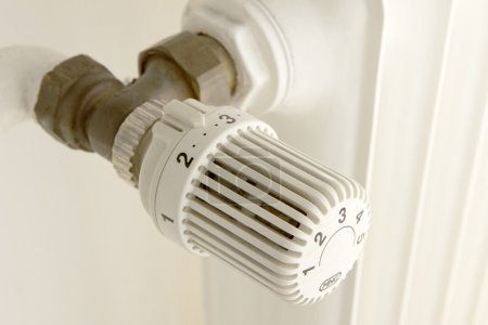 Foto de Elemento de calefacción en una pared para ajustar - Imagen libre de derechos