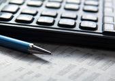 Kalkulačka, pero a dokumenty