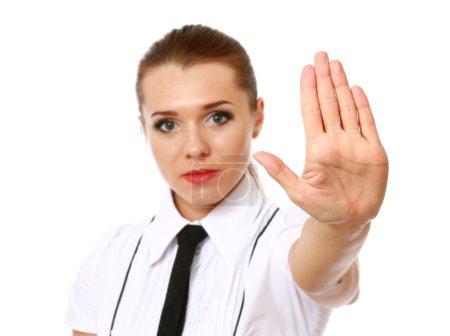 Foto de Mujer sonriendo y mostrando su mano en señal de stop - Imagen libre de derechos
