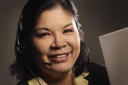 Photo pour Femme portant le jeu de tête - image libre de droit