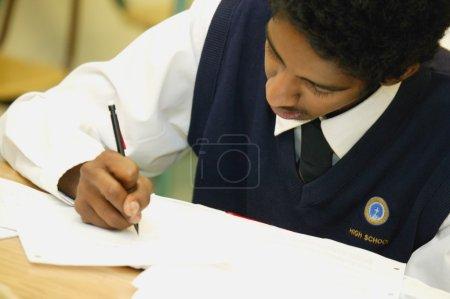 Photo pour Étudiant en classe - image libre de droit