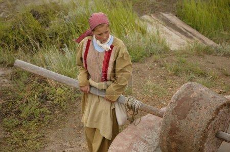 Photo pour Enfant au travail - image libre de droit
