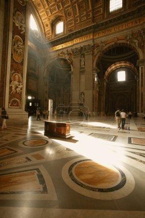 Photo pour Intérieur De La Basilique Saint-Pierre Cité du Vatican Rome Italie - image libre de droit