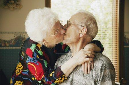 Photo pour Baiser de couple - image libre de droit