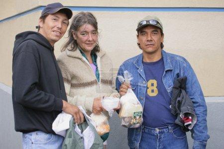 Photo pour Sans abri, arrêt pour le déjeuner - image libre de droit