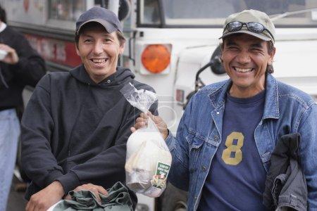 Photo pour Deux amis, arrêt pour le déjeuner - image libre de droit
