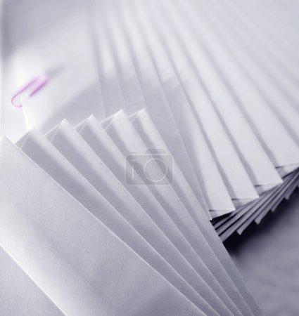 Photo pour Une pile d'enveloppes - image libre de droit