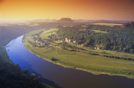 Photo pour Coude de rivière - image libre de droit