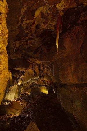 Photo pour À l'intérieur d'une grotte - image libre de droit