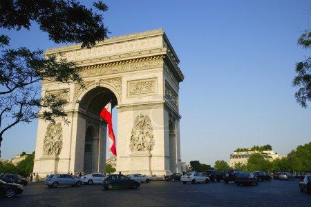Photo pour Arc De Triomphe sur les Champs-Élysées - image libre de droit