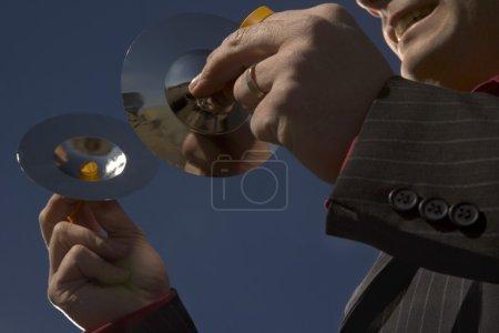 Photo pour Homme d'affaires avec cymbale - image libre de droit