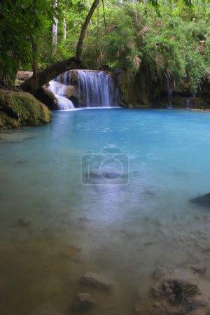 Photo pour Chute d'eau pittoresque - image libre de droit