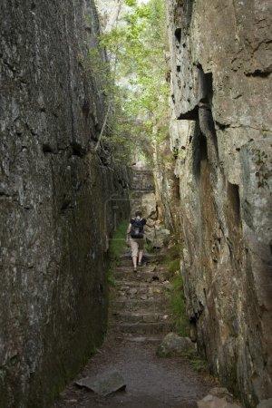 Foto de Caminatas a través del rock y el bosque - Imagen libre de derechos