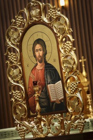 Picture Of Jesus With Gold Frame