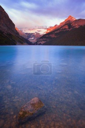 Photo pour Lac Louise dans le parc national Banff, Alberta, Canada - image libre de droit
