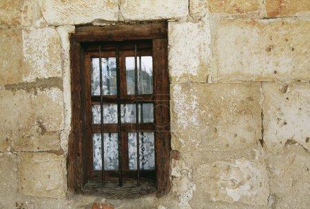 Photo pour Fenêtre avec cadre en bois - image libre de droit