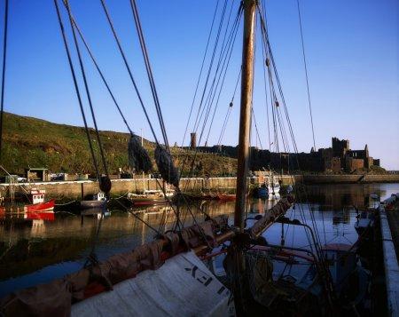 Photo pour Peler le port et le château, île de man, Royaume-Uni - image libre de droit