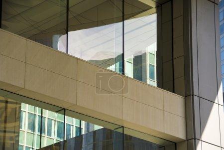 Photo pour Fenêtres sur un bâtiment - image libre de droit