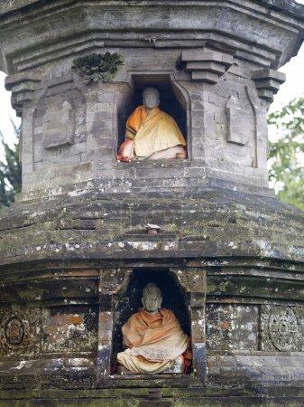 Photo pour Bali, Indonésie. Statues du temple d'Ulun Danu - image libre de droit