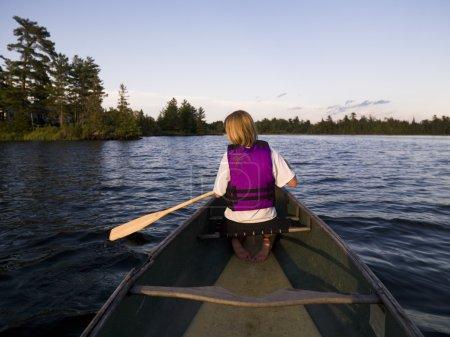 Photo pour Femme de canoë-kayak - image libre de droit