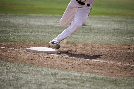 Photo pour Joueur de baseball maison en cours d'exécution - image libre de droit