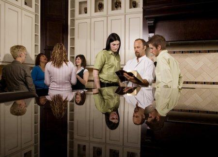 Foto de Grupos de estudio bíblico - Imagen libre de derechos