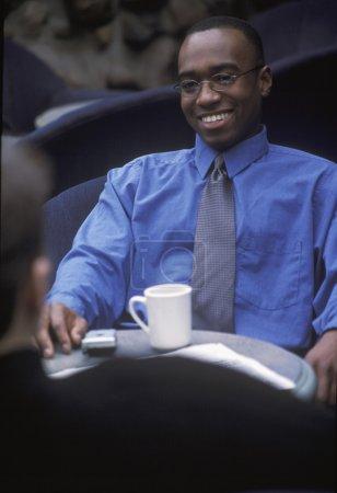 Photo pour Homme d'affaires faisant une pause - image libre de droit