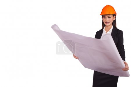 Photo pour Ingénieur femme avec un casque orange tenant un plan pour le projet isolé sur fond blanc - image libre de droit