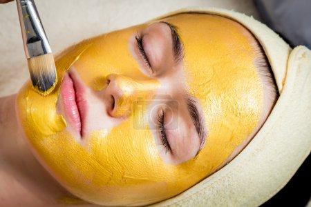 Foto de Máscara facial oro - Imagen libre de derechos