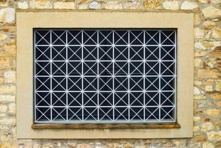 fenêtre avec grilles