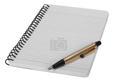 Photo pour Gros plan d'un stylo bille sur un carnet en spirale - image libre de droit