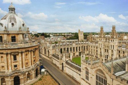 Photo pour Bâtiments universitaires dans une ville, Radcliffe Camera, Oxford University, Oxford, Oxfordshire, Angleterre - image libre de droit