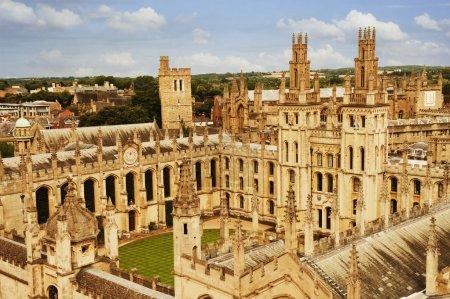 Photo pour Bâtiments universitaires dans une ville, Oxford University, Oxford, Oxfordshire, Angleterre - image libre de droit