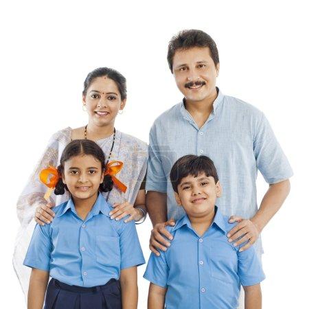 Photo pour Portrait d'une famille heureuse - image libre de droit