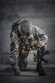 """Постер, картина, фотообои """"солдат с винтовкой и шлем"""""""