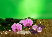 Květy orchidejí, nastavený pro lázně na bambusové tkaniny