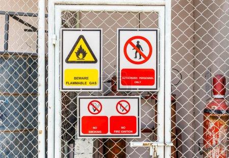 Photo pour Signalisation de sécurité large - image libre de droit