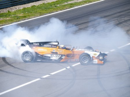 Tom Coronel burns some rubber