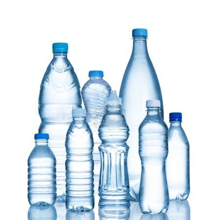 Photo pour Bouteilles en plastique isolés sur fond blanc - image libre de droit