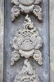 Sochy na zdi chrámu v Thajsku, které otevřené pro veřejnost