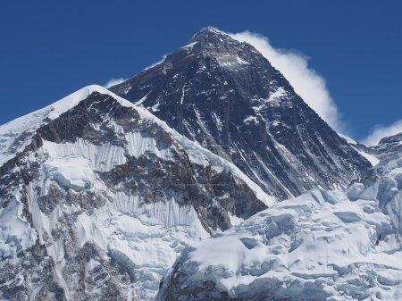 Photo pour Le sommet du Mont everest à partir de kala patthar dans l'himalaya au Népal. - image libre de droit