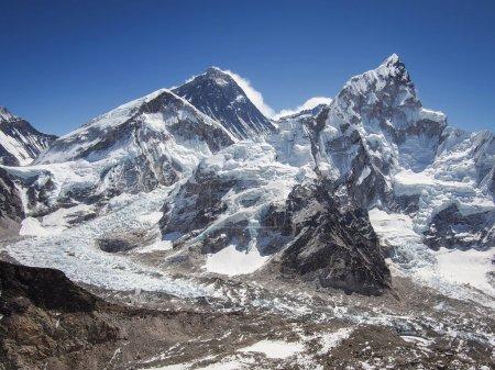 Photo pour Mont Everest, Nuptse et la chute de glace de Khumbu à partir de Kala Patthar au Népal . - image libre de droit