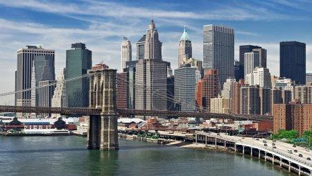 Photo pour New york city manhattan skyline panorama avec pont de brooklyn - image libre de droit