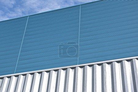 Photo pour Mur en aluminium bleu - image libre de droit