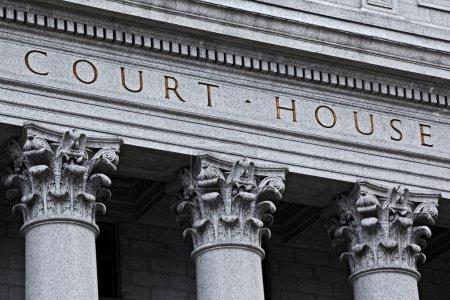Photo pour Inscription sur le compte rendu des débats du tribunal - image libre de droit
