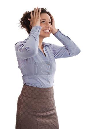 Photo pour Femme d'affaires réussie est soulagé et excité avec la tête entre les mains - Stock Photo - image libre de droit