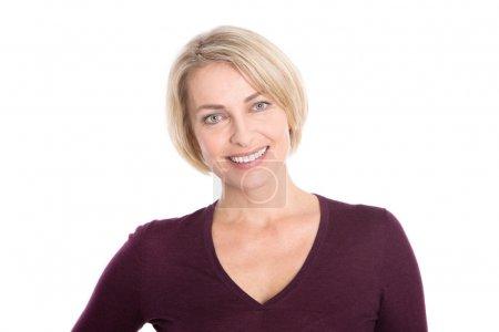 Photo pour Blonde femme plus âgée visage isolé sur blanc . - image libre de droit
