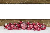Holz Weihnachten Hintergrund mit roten Kugeln für eine Grußkarte