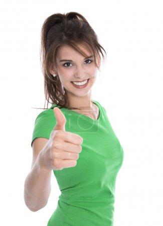 Photo pour Heureuse jeune femme isolée portant une chemise verte faisant un geste pouce sur blanc . - image libre de droit
