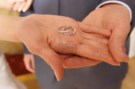anneaux de mariage sur palm